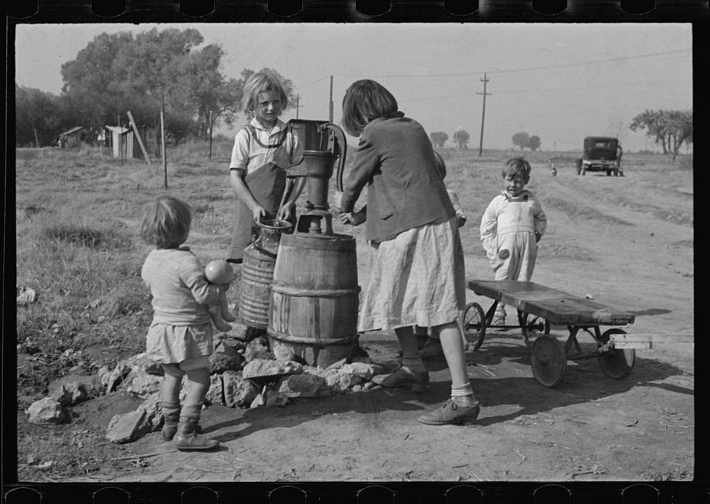 dorothea langes interpretation of the worker and the laborer ~ dorothea lange dorothea lange was the most influential d dorothea lange and her graflex were there to record it from portraits of displaced farmers to portraits of the unemployed men who on the city streets.